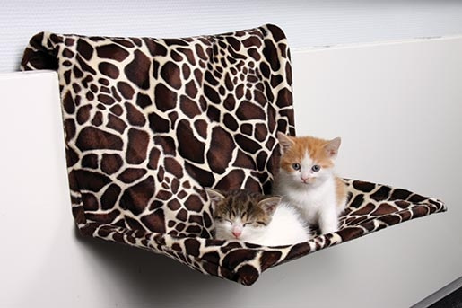 Odpočívadlo pro kočky na radiátory Trixie 48*26*30cm vzor žirafa