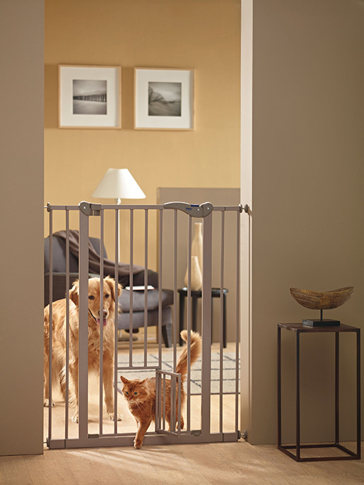 Zábrana dveřní DOG BARRIER vnitřní s integrovanými dvířky 107 cm